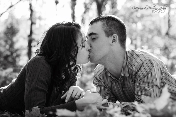 couple kissing in the leaves