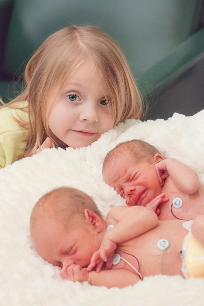 2318 newborn sibling photographer michigan